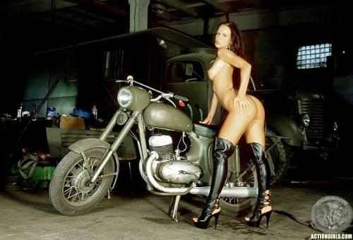 Ретро порно на мотоциклах