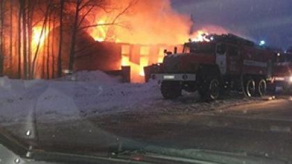 В Екатеринбурге сгорел автосервис