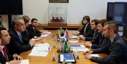 Александр Новак и Министр нефтяной и горнорудной промышленности Венесуэлы Эулохио Дель Пино обсудили ситуацию на мировых рынках нефти