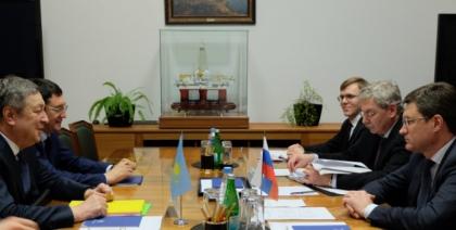 Александр Новак провел рабочую встречу с Министром энергетики Казахстана Владимиром Школьником
