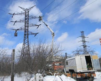 В Свердловской области энергетики МРСК Урала возобновили подачу электричества  половине отключённых из-за циклона потребителей