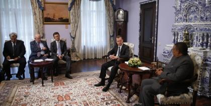 Медведев доволен сотрудничествомРФ иОПЕК ипринятыми решениями