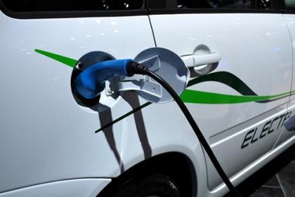 «Ростех» оборудует федеральные дороги зарядными станциями для электромобилей