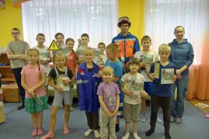 Более 1700 детей повторили правила электробезопасности в загородных лагерях отдыха Псковской области