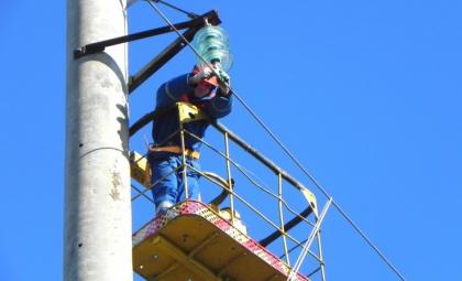 Энергетики Ленинградского филиала заменили 4 тысячи изоляторов