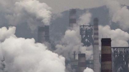Китай сократит зимой производство стали в целях борьбы со смогом