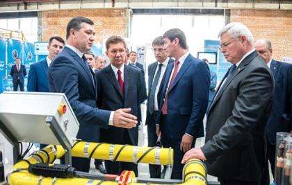 Глава Газпрома познакомился с новыми изделиями Томсккабель в ходе томской выставки импортозамещающей продукции на ТЭМЗе