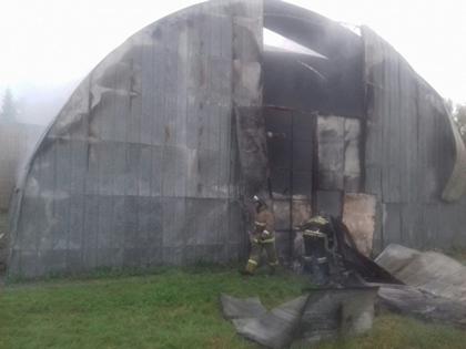 Спортивный манеж на100% выгорел под Новосибирском из-за короткого замыкания