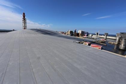 Специалисты Северного управления строительства ведут работы на кровле здания реактора первого энергоблока строящейся ЛАЭС