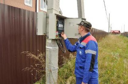 Энергетики ищут владельцев заряженных электросчетчиков, выявленных в деревне под Великим Новгородом