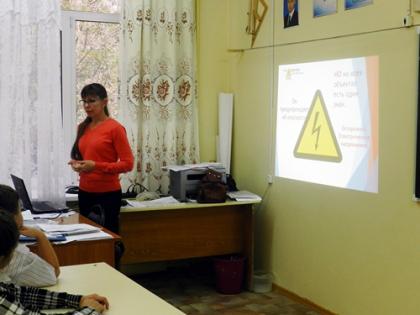 Специалисты филиала Оренбургэнерго провели уроки по безопасному электричеству в школе № 13 г. Орска