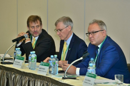 Глава ФСК А. Муров и генсек СИГРЭ Ф. Адам открыли заседание международного коллоквиума по информационным системам и коммуникациям