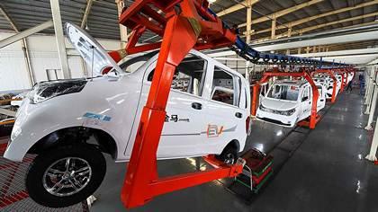 Китай обязал компании производить электромобили