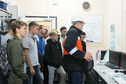 Студенты Дальневосточных вузов посетили подстанции ФСК ЕЭС