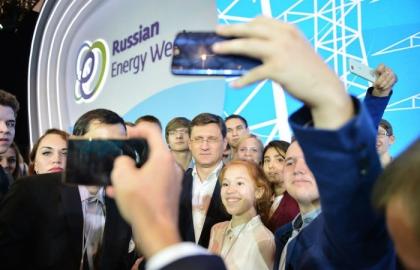 Министр энергетики РФ Александр Новак провел встречу без галстуков со студентами в рамках РЭН-2017