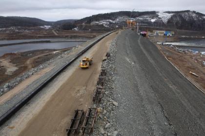Каменно-набросная плотина Богучанской ГЭС построена до отметки 202 метра