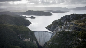 Hopes for Tasmania's 'Battery of the Nation' dangle by a cable, or two