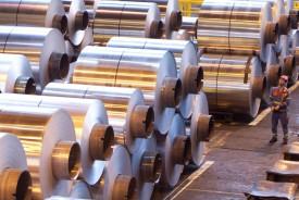 Китай сокращает производство алюминия