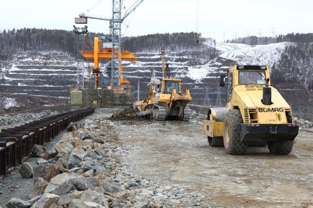 Сопряжение бетонной плотины и КНП. Вид со стороны КНП